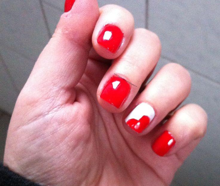 New post on my blog http://bellezzaprecaria.blogspot.it/2014/02/buon-san-valentino.html #sanvalentino #festadegliinnamorati #bellezzaprecaria #nail #nailspolish #smalto #kiko #kikocosmetics #kikomakeup #collistar