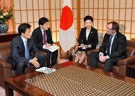 Jepang merupakan Negara dengan perkembangan tingkat ekonominya tumbuh dengan pesat sehingga banyak Negara yang ingin menjalin hubungan bisnis dengan Negara Jepang. Namun ada beberapa hal yang harus diperhatikan ketika kita ingin menjalin hubungan bisnis dengan mereka agar tujuan bisnis kita bias berjalan dengan lancar