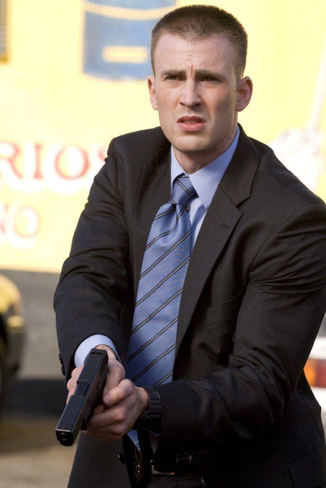 Chris Evans as Detective Paul Diskant in the Street Kings (2008)