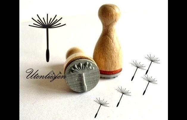Pusteblume, Stempel mini, filigran, auf Buchenholzkegel   *Holzstempel Pusteblume* für Anhänger, Karten, Etiketten aus Papier oder Stoff zum Stempeln, scrapbooking...