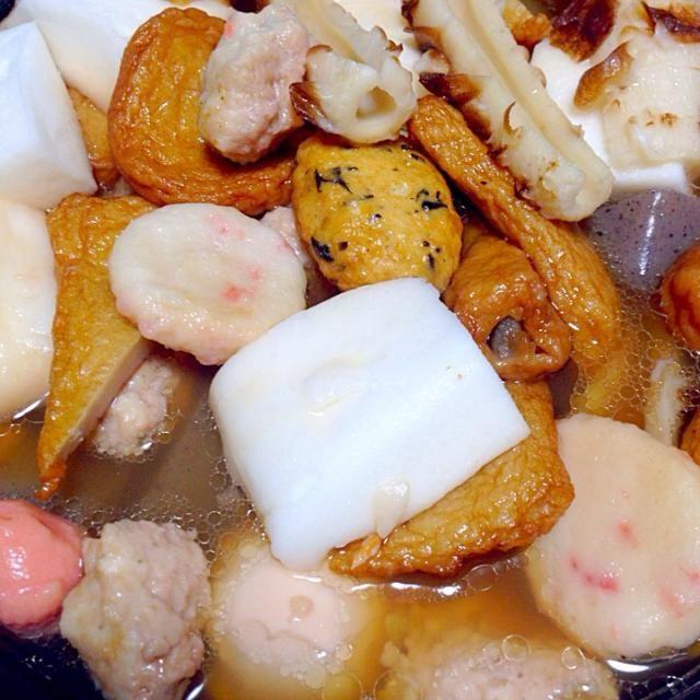 寒いので、またまたおでん! ・大根・蒟蒻・たまご・ゆず風味のとりだんご・焼き豆腐・練り物5種・はんぺん・タコ  あとは、白菜とワカメの味噌汁 ごはん・納豆・キムチ   昨日から、吹雪いてるからポカポカ夕飯。 - 3件のもぐもぐ - おでんだよ〜 by Chihiro