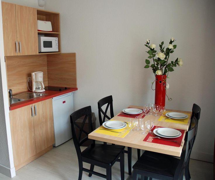 Exemple de kitchenette de la résidence Goelia, le Grand Bleu à Port Barcarès.