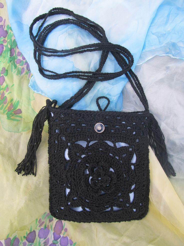 Johanky+Háčkovaná+kabelka,+podšitá+modrou+bavlnou.+Rozměry:+18+x+18+cm;+délka+ucha+110+cm.+Materiál:+55%+bavlna,+45%+akryl