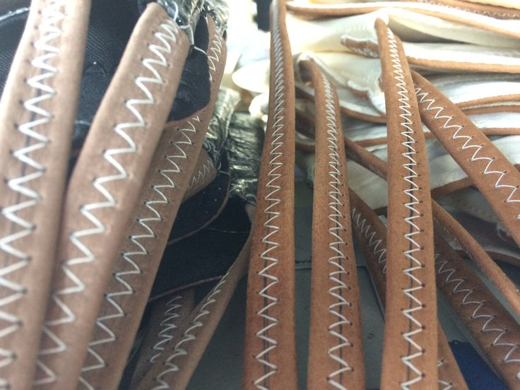 Sac bandoulière, cuir et voile de bateau recyclée. Fabriqué en France et disponible sur www.727sailbags.com