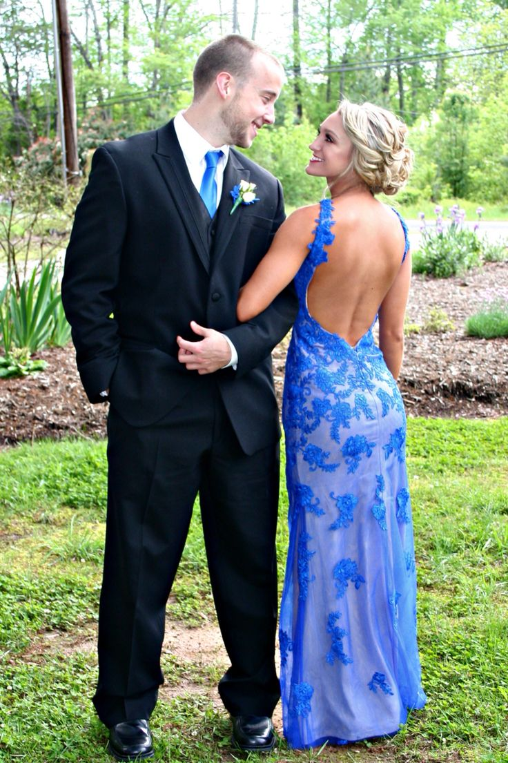 Pictures Of Outdoor Patios With Pavers: Prom Photography Outdoor Couple Pose