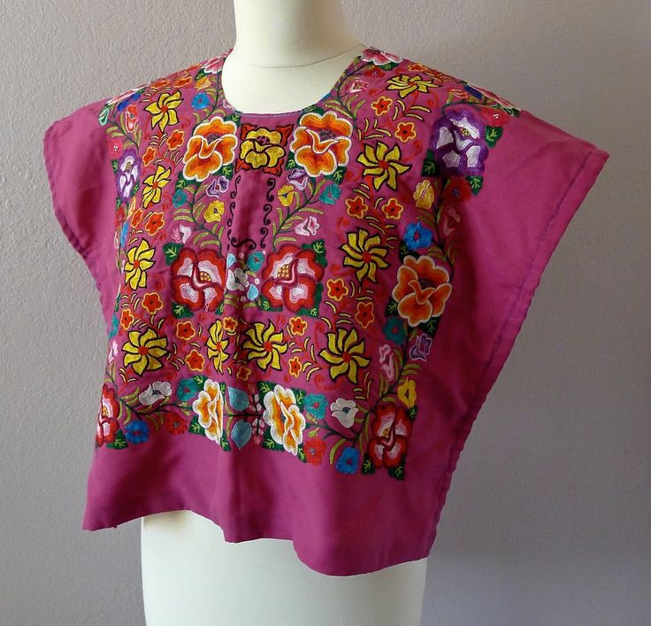 "Mexican Tehuana huipil embroidered soft fuschia rose antique gancho floral boho Frida Kahlo - open sided 22"" W x 18"" L Small de LivingTextiles en Etsy https://www.etsy.com/mx/listing/559614591/mexican-tehuana-huipil-embroidered-soft"