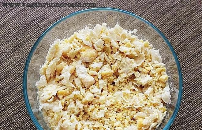 Vegan Lunch: Chickpea Salad Sandwich Recipe | Vegan Runner Eats