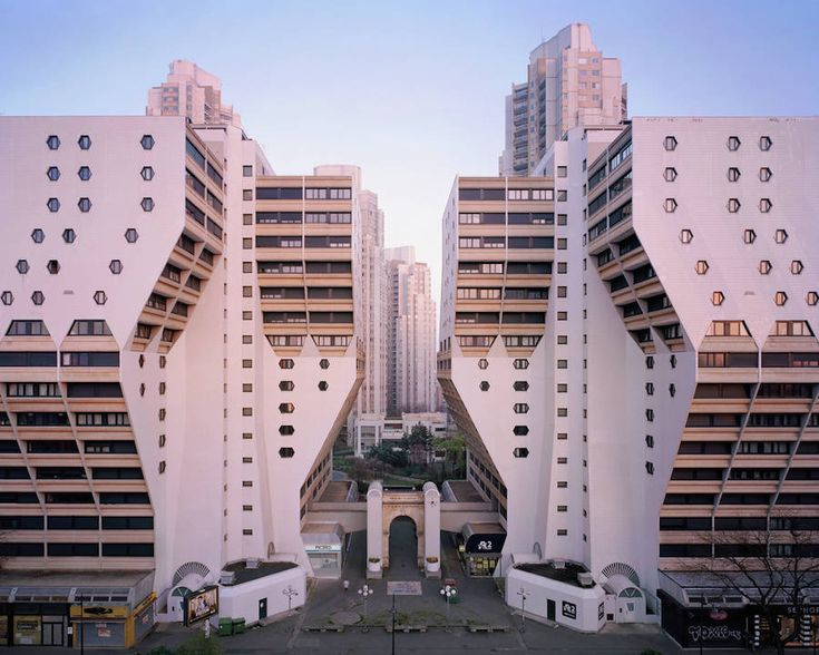 Alternative Post-War Universe in Paris Suburbs – Fubiz Media