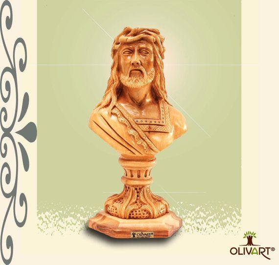 Busto estatua de Jesucristo con la corona de espinas. por olivarte