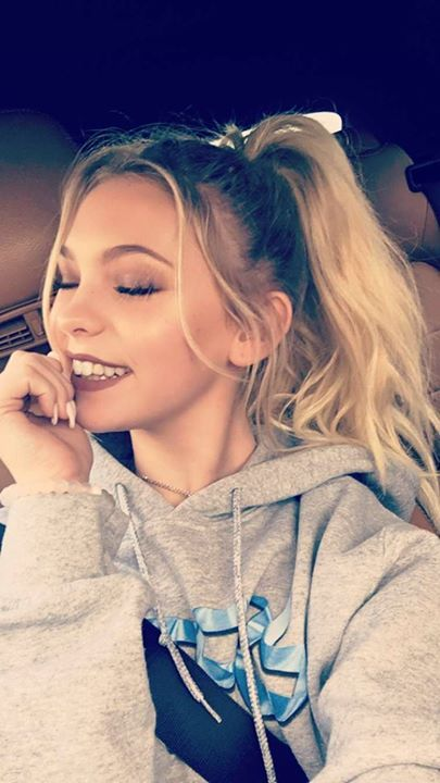 Hey! I'm Jordyn! I'm 16 and single but looking. I have a twin named Kaylyn! I love her to bit! If you hurt her I'll kill you! I'm a dancer! I'm considered as the most Athletic. Come say hi!