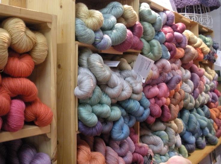 Natural Dye StudioColours Inspiration, Dyed Yarns, Dyes Pots, Yarns Dyes, Nature Yarns, Crochet Wonder, Nature Dyes, Dyes Studios, Studios Wonder