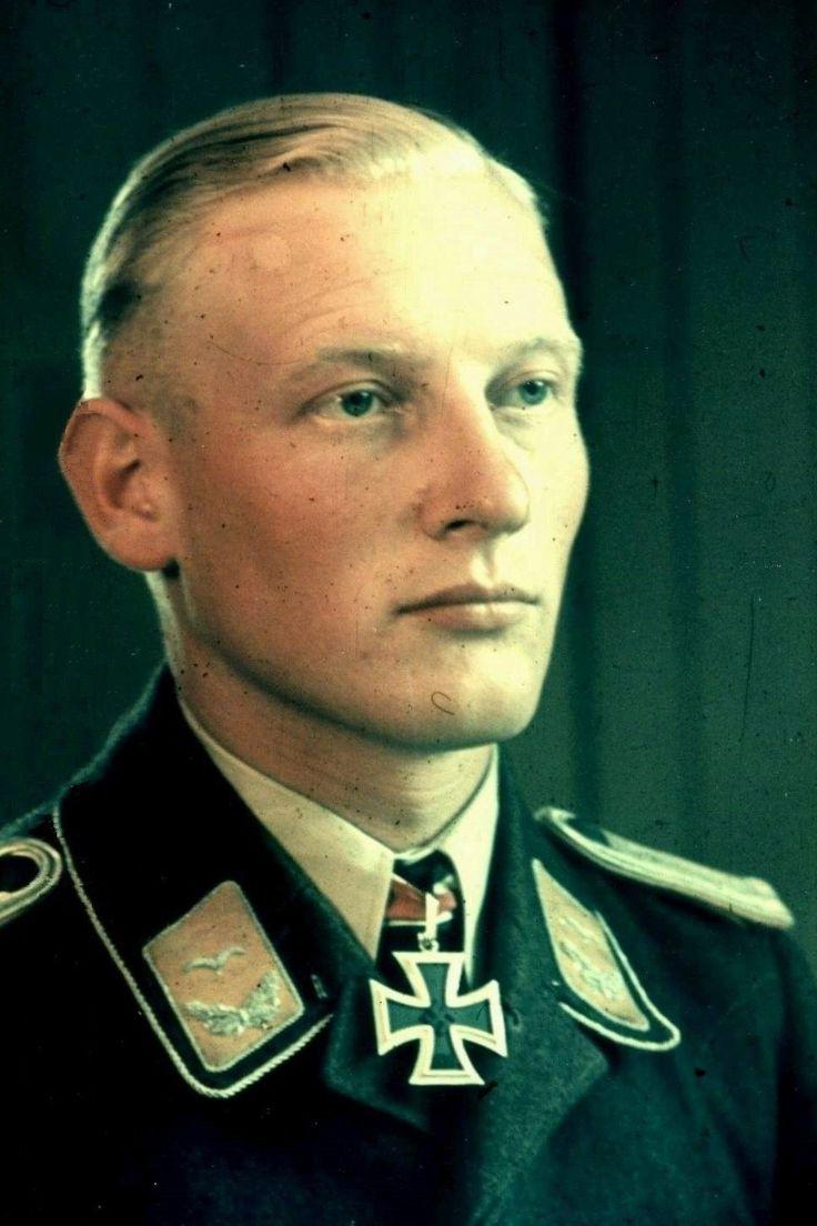 Hauptmann Erhardt Jähnert (1917-2006), Führer III./Schlachtgeschwader 3, Ritterkreuz 18.05.1943, Eichenlaub (kein Nachweis im BA) 30.04.1945