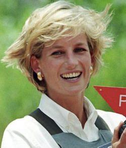 21 mulheres mais destacadas da história - Psa. Diana na sua viagem a Angola em protesto das minas em tempo de guerra.