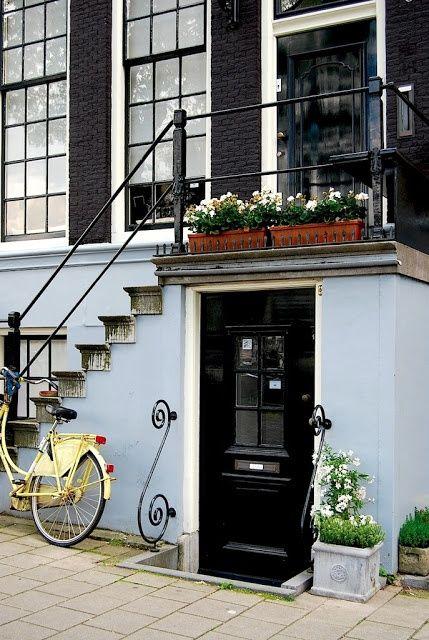 """Amsterdam """"Zo veel fietsen zijn van mij gejat in de tijd. Komen ze ooit terug? Nou ja, los laten kerel..."""" KB"""