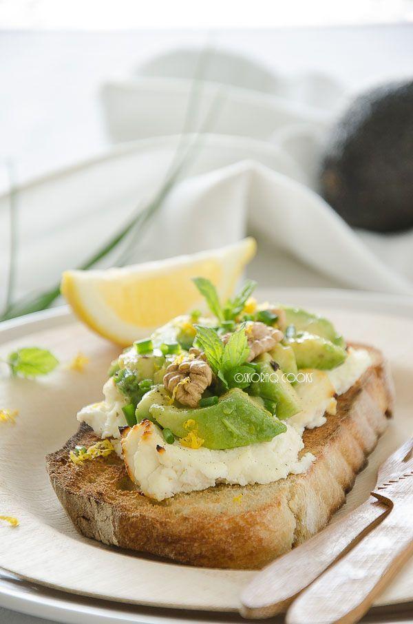 skoraq cooks: Grzanki z pieczoną ricottą i awokado / Avocado and baked ricotta bruschetta