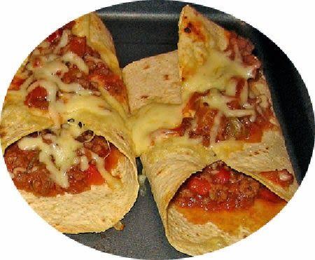 Recette de crêpe pizza aux saucisses italiennes, tomates, champignons, mozzarella - Ton enfant réclame une pizza ? Voici une astuce pour faire une pizza en un temps record ! Tomates, mozzarella, champignons et saucisses italiennes garnissent ces crêpes.