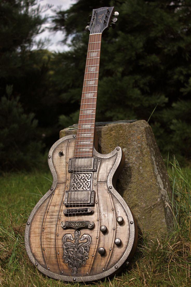 Une Gibson Les Paul taillée dans le bois. Retrouvez des cours de guitare d'un nouveau genre sur MyMusicTeacher.fr