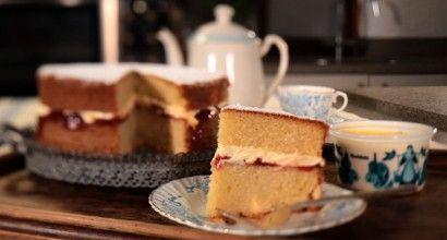 Victoria sponge with Cornish clotted cream and jam - Rodda's Rodda's