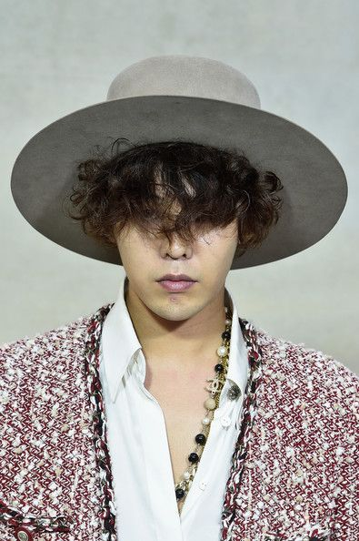 G-Dragon Photos - G-Dragon attends the Chanel show as part of the Paris Fashion Week Womenswear Spring/Summer 2015 on September 30, 2014 in Paris, France. - Front Row at Chanel