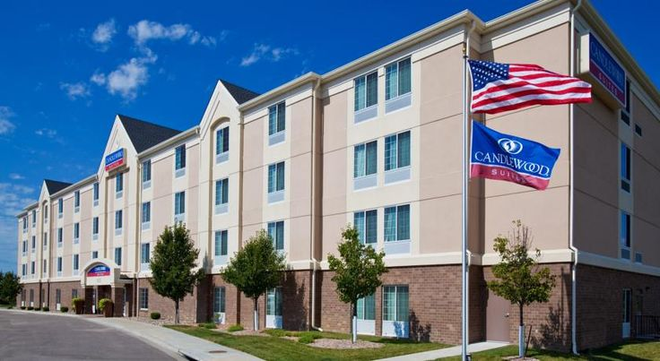 Candlewood Suites Lincoln Lincoln Candlewood Suites Lincoln features a 24-hour fitness center and spacious studios and suites with a fully equipped kitchen. Holmes Park Golf Course is less than 1 mile from this Nebraska hotel.
