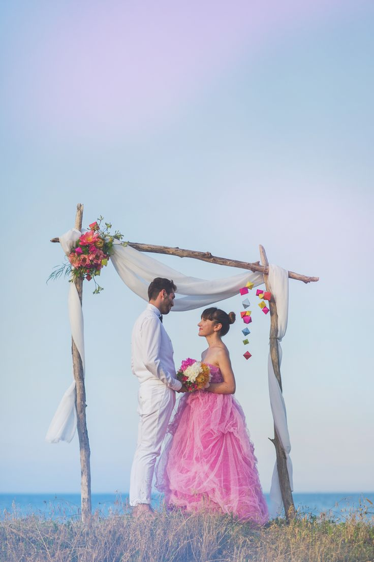 fluo ceremony decor and couple http://www.say-yep.com/issue2/