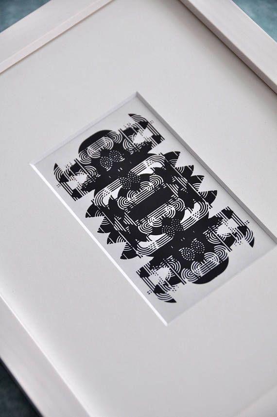 Vorstufe zum experimentellen Druck abstrahierter Typographien von Wolf Magin aus der Serie Experimenta Litera. Seine in den 1960er Jahren entwickelte Schrift Black Line wurde in diesem experimentellen Verfahren mehrfach übereinandergelegt und schlißelich abgelichtet. Bei diesen Originalen handelt es sich um Unikate und um Zeugnisse des Druckverfahrens mit dem Starsettographen. Mit dieser Arbeit löste Wolf Magin die Buchstaben von ihrer eigentlichen Lautbedeutung und verhalf dem Buchstaben zu…