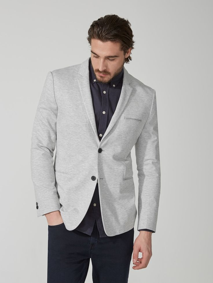 So comfortable, you may just reach for it before the hoodie. Made in double knit for premium comfort and effortless structure, this blazer encompases a new sphere of sophisticated sportswear.Coordinates with matching pantUnlined