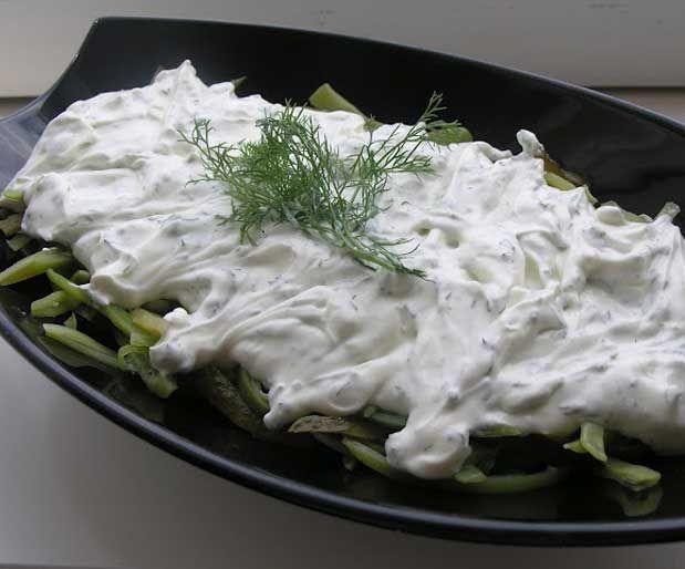Yoğurt Soslu Taze Fasulye SalatasıMalzemeler; 250 gr kadar taze fasulye 1 tabak dolusu kornişon turşu (yaklaşık 10-12 tane) 3 yemek kaşığı süzme yoğurt 3 yemek kaşığı normal yoğurt (susuz) 2 yemek kaşığı mayonez 2-3 diş sarımsak 1 tutam dereotu Tuz Yazının Devamı: Yoğurt Soslu Taze Fasulye Salatası | Bitkiblog.com Follow us: @bİTKİ BLOG on Twitter | Bitkiblog on Facebook Malzemeler; 250 gr kadar taze fasulye 1 tabak dolusu kornişon turşu (yaklaşık 10-12 tane)