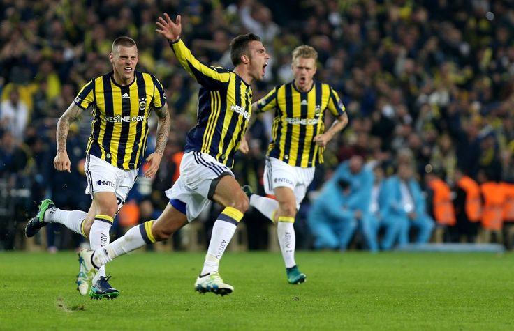 Galatasaray yine bir Kadıköy deplasmanında kazanamadı. Fenerbahçe Galatasaray'ı 2-0 yenerek puan durumunda Galatasaray'ı geçti.