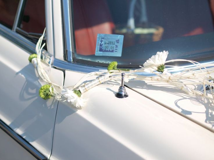 Simona wedding car decoration