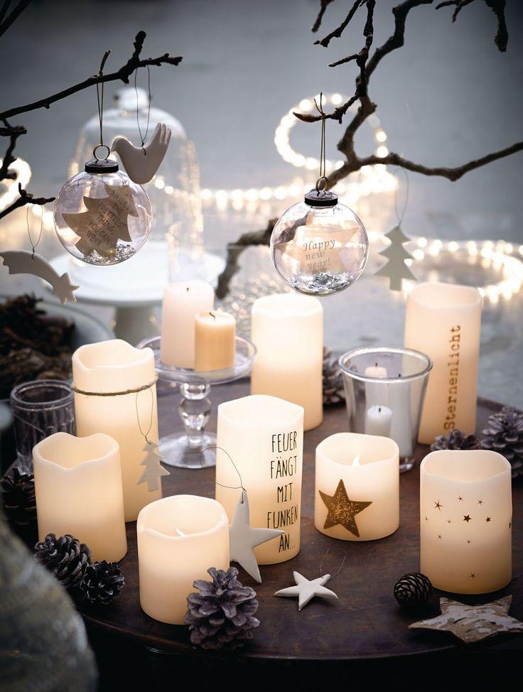 Tagsüber oder auch bei Nacht - täuschend echt erhellen diese vier unterschiedlich großen Wachskerzen mit geschmackvoll integriertem LED-Licht die winterlich dunkle Vorweihnachtszeit. #XMAS #Weihnachtsdeko #Impressionenversand