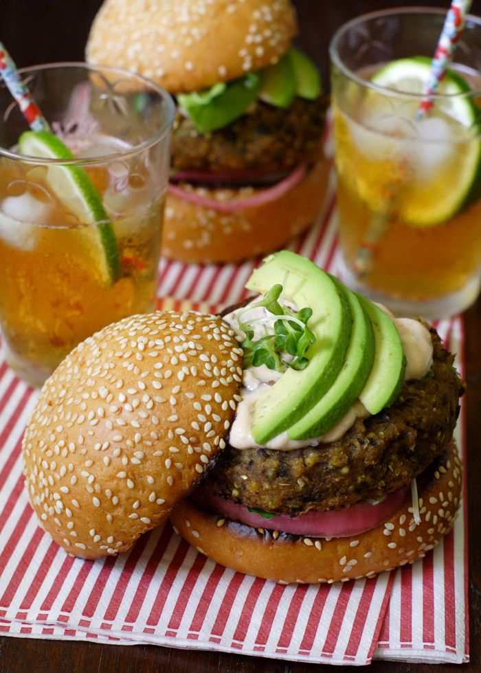 Hamburger di quinoa e avocado