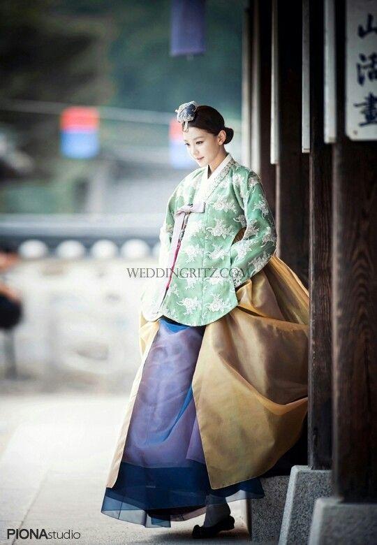 Piona Studio's Hanbok photoshoot | weddingritz.com