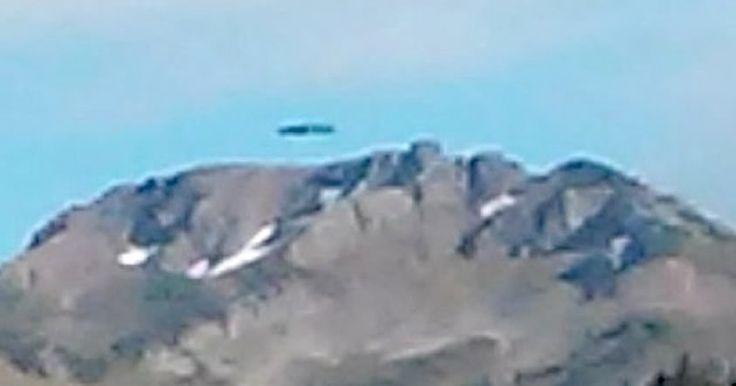 Un ciudadano estadounidense logró detectar la presencia de un OVNI al revisar las fotografías que había tomado mientras hacía turismo por los alrededores de la montaña Glacier Peak (Washington). Un re