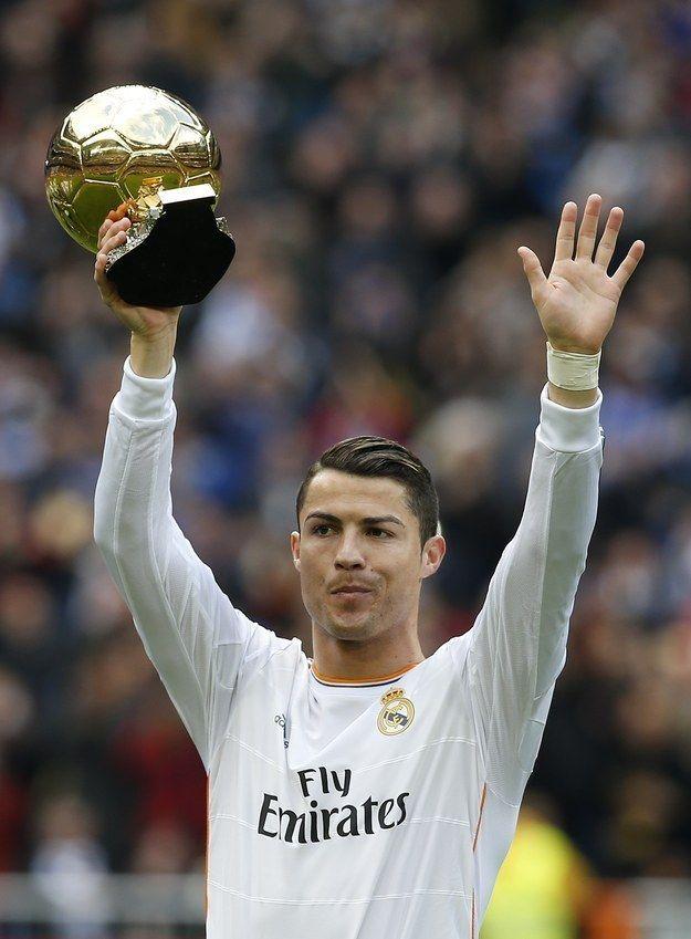 Cristiano Ronaldo so zlatou loptou.   Cristiano Ronaldo with Ballon dor.