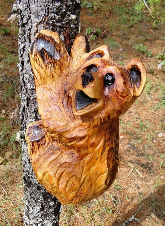 Chainsaw carving climbing bear sculpture wood art and