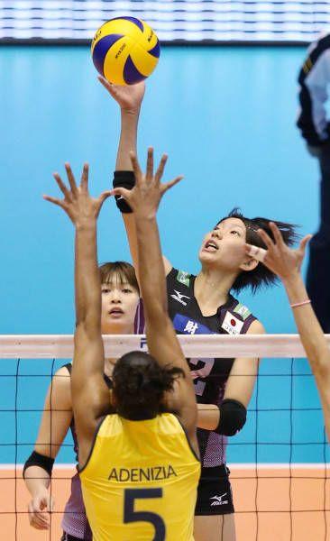 火の鳥NIPPON・女子バレー日本代表 WGC(ワールドグランドチャンピオンズカップ)(2013年11月17日) 石井優希 同左は木村沙織