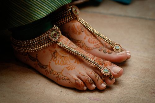 Paayal and a toe ring. Gorgeous. #indian #wedding #jewelry