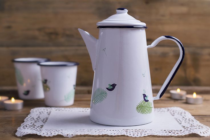 Our enamel coffee pot perfect for home and garden. Purpose built for serving freshly brewed coffee but also accommodates water or fruit juice.