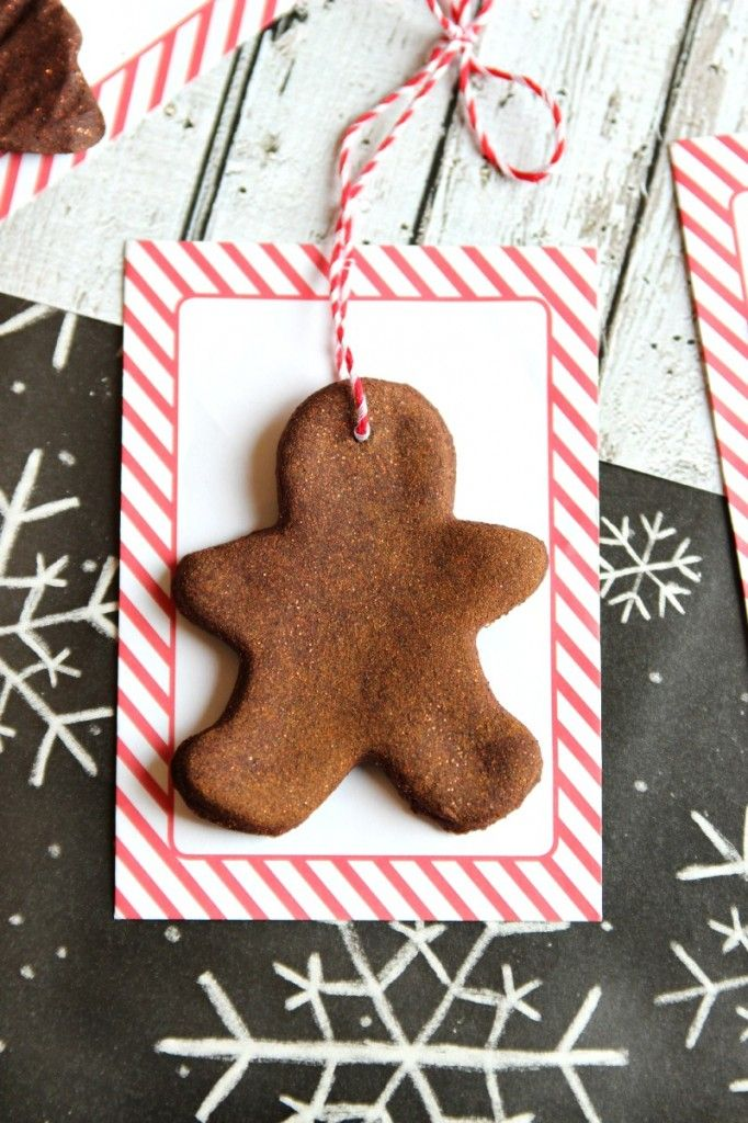 These handmade cinnamon ornaments are such a sweet gift to give and fun thing to do with the kids over the holidays! so easy too
