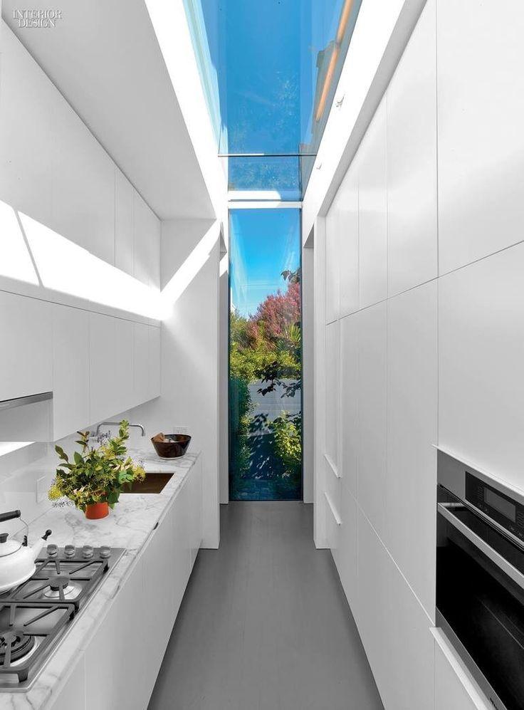 Fenster, Schmale Küche, Pantryküchen, Weiße Küchen, Kleine Häuser, Moderne  Häuser,