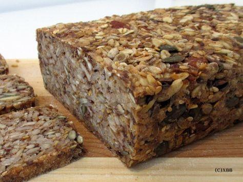 Glutenvrij brood met zaden en pitten, havervlokken, zonnebloempitten, lijnzaad, pompoenpitten, kokosolie, sesamzaadjes, noten, recept, zelf bakken, oven.