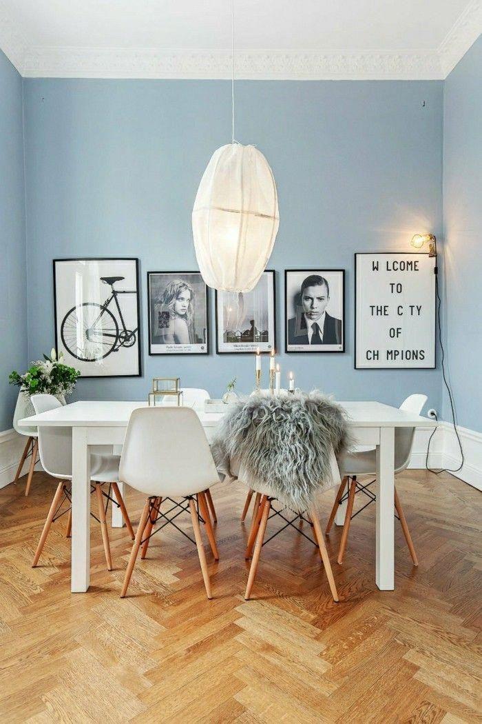 skandinavisches design im esszimmer weisses mobel set und hellblaue wande interior