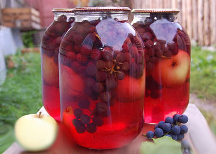 Acest minunat compot de mere cu struguri este preferatul familiei mele. Este foarte delicios și aromat și se prepară foarte simplu și rapid. Puteți folosi pentru compot doar mere, însă strugurii îi conferă un parfum și o savoare deosebită – potrivit de dulce și acrișoară (depinde de soiul merelor). Compotul de mere și struguri este …