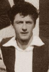 Antonio Jose Porcel nasceu no dia 13 de junho de 1925 na Argentina. Jogou no Futebol Clube do Porto durante duas temporadas (1953/54 e 1954/55), tendo sido um dos jogadores mais importantes do meio-campo portista na formação orientada pelo técnico Fernado Vaz. Apesar de não ter conquistado nenhum titulo ao serviço dos Dragões, Porcel pode-se orgulhar de no dia 17 de abril de 1954, ter participado numa partida de caráter particular, na qual o F.C. Porto venceu o Real Madrid C.F. onde atuava o…