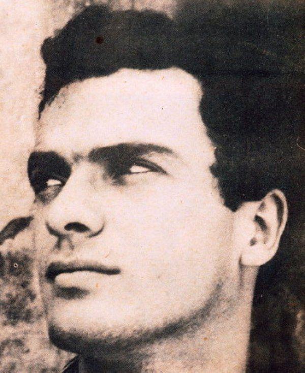 Δείτε σπάνιες φωτογραφίες του όμορφου Σπύρου Φωκά 53 χρόνια πριν!