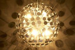 Cette suspension en forme de sphère avec son éclairage multidirectionnel apportera une touche résolument actuelle à votre intérieur. Satisfaction garantie !
