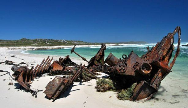 Hiking Route:Olifantsbos shipwreck trail, Cape Point. Don't bring food, baboons on this route. Three routes. 1-Route_Thomas T. Tucker shipwreck trail:3km, 1h 30min. 2-Route_Shipwreck circuit:5km, 2h 30min. 3-Route_Sirkelsvlei circuit:6.5km, 3h 45min.