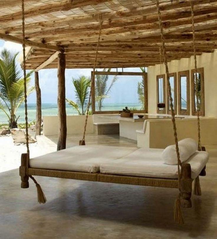 Cama suspensa + vista para o mar = relaxamento garantido!