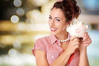 lachende Frau mit Sparschwein by SalFalko, via Flickr